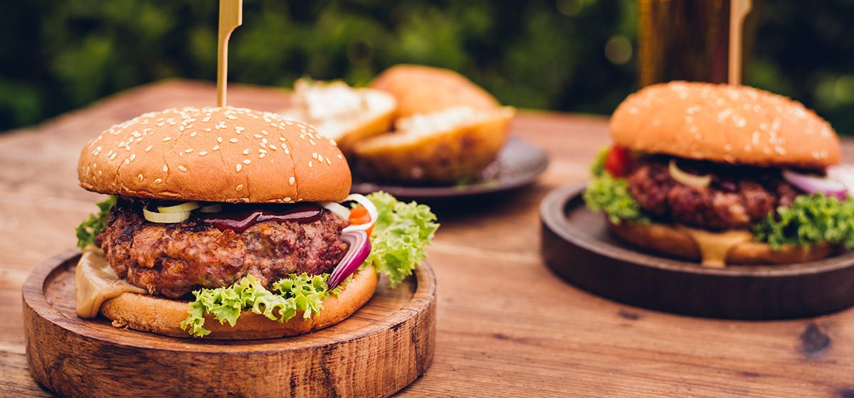 skiensskya-kokeboka-kjoett-burger-1200x560